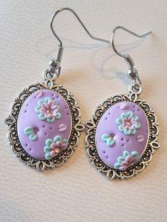 Pastell lila Cabochon Ohrringe im Applique Stil