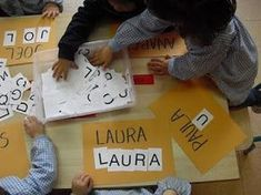 conèixer el nom propi a Preschool Names, Preschool Writing, Alphabet Activities, Educational Activities, Classroom Activities, Learning Activities, Preschool Activities, Teaching Kids, Kids Learning