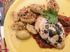 Receta | Pechuga de pollo con salsa de tomate y frutos secos - canalcocina.es
