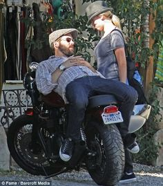 Scarlett Johansson pouts at fiancée Ryan Reynolds as he takes a rest on his vintage motorbike. Anniversary Boyfriend, Marriage Anniversary, Anniversary Ideas, Jared Leto, Ryan Reynolds And Scarlett, Scarlett Johansson, Hollywood Actresses, In Hollywood, Motos Vintage