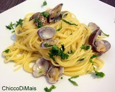 Best Italian recipes for Christmas: pasta and risotto - Clam spaghetti Pasta Recipes, Cooking Recipes, Healthy Recipes, Christmas Pasta, Spaghetti Vongole, Best Italian Recipes, Italian Pasta, How To Cook Pasta, Pasta Dishes