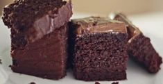 The most amazing chocolate cake. Chocolates, Milk Chocolate Ganache, Chocolate Cake, Bakery Recipes, Dessert Recipes, Desserts, Food Cakes, Cake Works, Pastry And Bakery