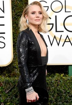 Kristen Bell had a little ~booty help~ at the 2017 Golden Globes—and she's not ashamed to admit it.