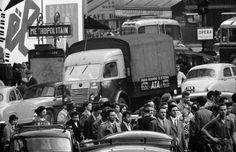 Paris 1956, pedestrians, crossing Photo:Frank Horvat