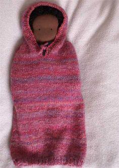 Kirschenzeit: Wundertüte - free knitting pattern for newborn kicking bag with hood.
