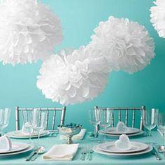 Des pompons en papier, une déco sobre et élégante  http://idee-creative.fr/loisirs-creatifs/deco-decoration/creer-un-pompon-en-papier/#