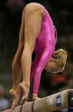 Nastia Liukin press handstand mount