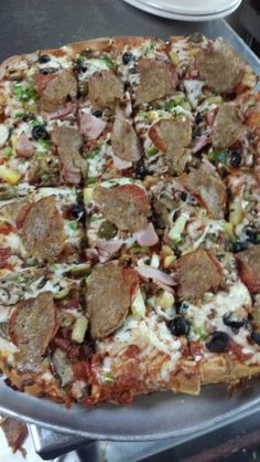 Everything! Bologna, Vegetable Pizza, Restaurant, Vegetables, Food, Diner Restaurant, Essen, Vegetable Recipes, Meals