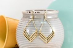 Love the simplicity of these arrow inspired dangle ear rings! The perfect JTV day to day summer piece.