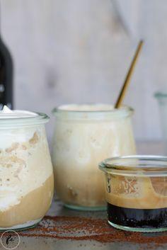 cold brew Kaffee Granita mit Eierlikör und Schlagobers | fraeuleincupcake.at Cold Brew Kaffee, Granita, Cupcakes, Alter, Panna Cotta, Ice Cream, Ethnic Recipes, Sweet, Desserts
