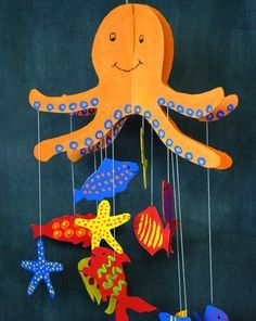 Octopus Mobile, DIY and Crafts, Create a giant octopus from cardboard that holds onto a sea of creatures from its giant tentacles! Octopus Crafts, Ocean Crafts, Fish Crafts, Beach Crafts, Summer Crafts, Dinosaur Crafts, Summer Diy, Art For Kids, Crafts For Kids