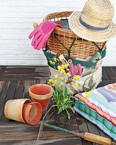 Then take a look on our super easy DIY storage ideas and organize your garden tools in a wicker basket with pockets and kitchen utensils on a cork board. Garden Tool Organization, Garden Tool Storage, Garden Tools, Garden Trowel, Storage Design, Diy Storage, Storage Ideas, Food Storage, Reuse Recycle