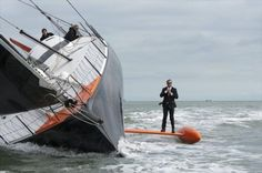 Eat your heart out Bond: Performing a stunt known as 'The Keel Walk', British skipper Alex Thomson adjusts his tie aboard his Hugo Boss racing yacht. As photographed, this yacht is a proa. The canting keel is equivalent to a flying ama. Costume Hugo Boss, Alex Thompson, Sport En France, Sailing Pictures, Perfectly Timed Photos, Dump A Day, Love Boat, Yacht Boat, Dinghy