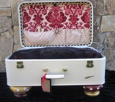 Isnt this dog bed, made out of  vintage suitcase, just the cutest?  my dogs LOVE getting in my suitcase, so this is a natural!
