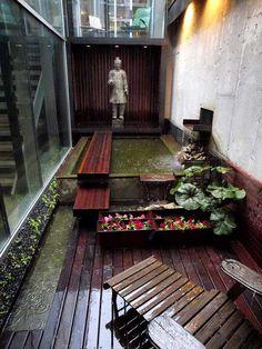 A Zen courtyard. Am very inclined to have myself a little bit of outdoor Zen. Or a Balinese style. Small Gardens, Outdoor Gardens, Narrow Garden, Narrow Balcony, French Balcony, Side Garden, Outdoor Spaces, Outdoor Living, Landscape Design