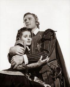 the sea hawk movie 1940   La nueva pareja ideal del cine de aventuras : Brenda Marshall y Flynn.