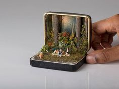 Vintage Ring Boxes Turned Into Detailed Historical Dioramas By Talwst Dejeuner sur l'herbe - 2013 by Talwst. Antique Ring Boxes turned into tiny dioramas. Vintage Ring Box, Vintage Rings, Vintage Jewellery, Antique Jewelry, Vintage Art, Old Rings, Antique Rings, Altered Tins, Altered Art