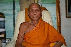 Der ehrwürdige Luang Pho Pian Akkathammo, Abt des Wat Gernkathin, Tambon Ban Chee, Amphoer Ban Mee, Changwat Lopburi, Thailand