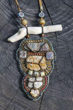 from a pinhole - Речной походный Gorgeous bead embroidery Bead Embroidery Jewelry, Beaded Embroidery, Beaded Earrings, Beaded Jewelry, Driftwood Jewelry, Bead Sewing, Bead Loom Bracelets, Bead Art, Beading Patterns