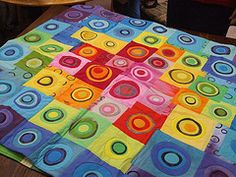 Concentric circles. Love the color blocking.