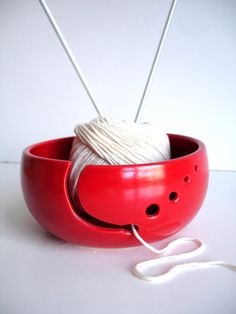 Love the yarn bowl idea! Now it hurt needs a cover of some sort to not kill my cats with yarn!