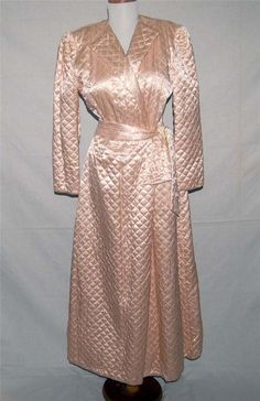 Beautiful Vintage 1940's Dressing Gown/Robe Blush Pink Quilted Satin   #unknown