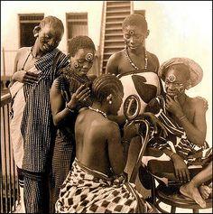 Garotas swahili de Zanzibar. A partir de uma série de fotografias africanas 3-D antigas, com mais de 100 anos de idade.  Fotografia: Okinawa Soba (Rob) no Flickr.