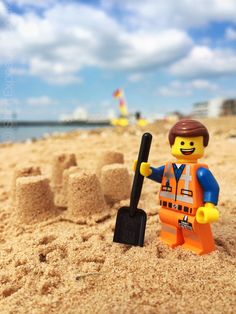 42 per cent of Americans took NO holiday days in 2014 LEGO movie star Emmet enjoying the hottest day of the year on Southsea beach, Hampshire. Issue date: Thursday July 2014 Photo credit should read: Andrew Whyte/LEGO/PA Hampshire, Lego Design, Lego Photography, Photography Projects, Legos, Lego Poster, Lego Humor, Lego Hacks, Foto Fun