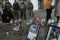 Под Радой с цветами почтили память погибших на Майдане. (© Анатолий Бойко, «Вести») #vestiua #Kiev #Ukraine  #euromaidan #dead #mourning
