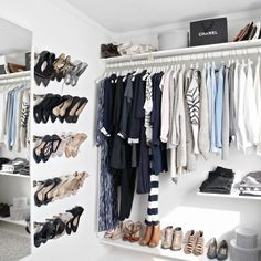Learn how to organize your closet like a fashion stylist
