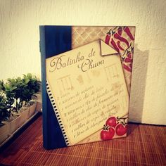 Pasta de caderno de receitas, com tema em bolinho de chuva, e sua receita.