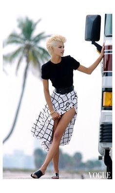 supermodels Linda Evangelista Photo Marc Hispard, Vogue, May 1991 Fashion History, 90s Fashion, Fashion Models, Vintage Fashion, Womens Fashion, Japan Fashion, High Fashion, Winter Fashion, Fashion Tips