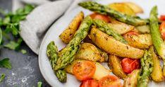 Das perfekte Feierabendgericht im Frühjahr: Ofenkartoffeln mit grünem Spargel und frischem Kräuterquark. Das Rezept ist sehr einfach und super schnell umgesetzt. Ohne viel Aufwand zaubert ihr so ein leckeres Gericht zur Spargelsaison.