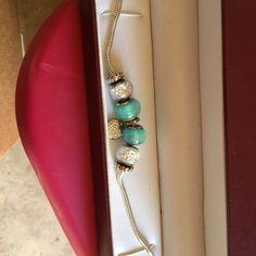 Bracelet Adorable bracelet only worn a couple times Helzburg Jewelry Bracelets