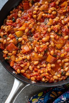 Mediterranean Tomatoes and White Beans - delicious rich tomatoes with peppers and white beans make this a perfect side or main. Dairy Free Recipes, Vegan Recipes, Slimming World Vegetarian Recipes, Slimming Eats, Good Food, Yummy Food, White Beans, Weight Watchers Meals, Chana Masala
