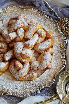 Puha, lukacsos, és nem szívja meg magát olajjal! Ramadan Sweets, Delicious Desserts, Yummy Food, Buzzfeed Tasty, Hungarian Recipes, Winter Food, Cakes And More, No Bake Cake, Food Videos