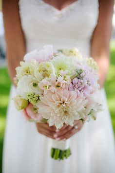 Gorgeous Wedding Bouquet and dress! Pastel Bouquet, Yellow Bouquets, Rose Pastel, Floral Bouquets, Pastel Flowers, Flower Colors, Pretty Pastel, Bridal Bouquets, Bridal Flowers