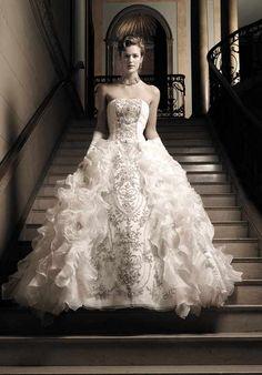 5d8095326f7 Ysa Makino Luxury Wedding Dress