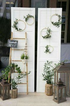 This amazing roundup of wooden ladder wedding decor ideas will get your creative juices flowing. Be it as hanging centerpieces, food displays, backdrops or wedding arches, these top wooden ladder decorating ideas are fast, affordable and ultra chic! Ladder Wedding, Rustic Wedding, Trendy Wedding, Wedding Vintage, Perfect Wedding, Vintage Diy, Unique Weddings, Vintage Party, Glamorous Wedding