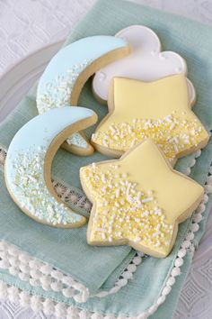 Star and Moon Decorated Cookies - Glorious Treats These adorable Star and Moon Decorated Cookies are perfect for a baby shower! Get the recipe and instructions you need to make these dreamy cookies. Star Sugar Cookies, Moon Cookies, Sweet Cookies, Baby Cookies, Cut Out Cookies, Baby Shower Cupcakes, Iced Cookies, Cute Cookies, Royal Icing Cookies