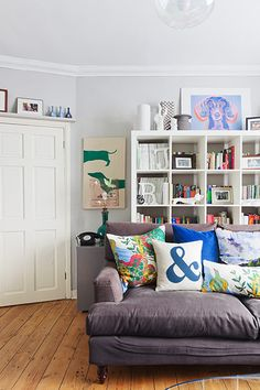 What a fun and comfortable looking room. Like!