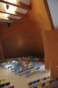 Image 20 of 26 from gallery of AD Classics: Walt Disney Concert Hall / Frank Gehry. Photograph by Filippo Vancini Interior Columns, Hall Interior, Contemporary Architecture, Interior Architecture, Grand Entryway, Walt Disney Concert Hall, Frank Gehry, Metal Panels, Design Competitions