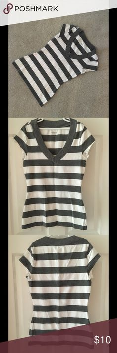 Express stretch gray and white tee shirt This dark gray and white striped classic colored tee shirt is 95% cotton and 5% spandex. This tee can be worn with shorts, jeans, or into the fall underneath a sweater. The name of the style of this shirt is sexy stretch. Machine washable. Dark gray v shaped neck line cap sleeves. New without tags, never worn, smoke free home. Express Tops Tees - Short Sleeve