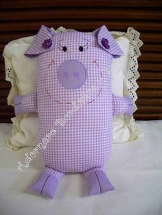 Porqueta Sewing Toys, Sewing Crafts, Sewing Projects, Toy Art, Stuffed Animal Patterns, Diy Stuffed Animals, Fabric Toys, Fabric Crafts, Pig Crafts
