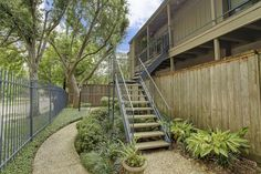 Condo/Townhome Property For Sale with 2 Beds & 1 Baths in Houston, TX (77057)