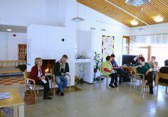 ...Loviisan kaupungin vanhuspalveluiden Lisbeth Forsblom, Loviisan Sanomien Mika Mykkänen, Rosenkullan hoitajia ja Kotihoidon edustaja.