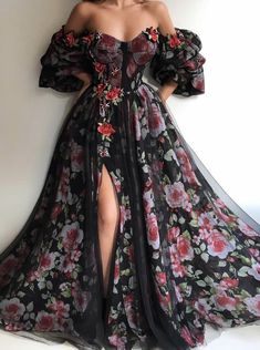 Best Ball Gown Dresses for Wedding & Ball 2019 - Wewer Fashion Ball Gown Dresses, Prom Dresses, Formal Dresses, Long Elegant Dresses, Pretty Outfits, Pretty Dresses, Mode Outfits, Beautiful Gowns, Beautiful Beach