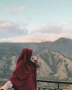 Casual Hijab Outfit, Ootd Hijab, Hijabi Girl, Girl Hijab, Aesthetic Photo, Aesthetic Girl, Muslim Fashion, Hijab Fashion, Niqab