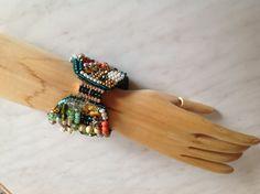 Armband/Perlenstickerei mit wunderschöner Schließe/Anke Weidner