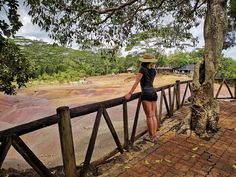 Insula Mauritius - Pamantul cu cele 7 culori - Seven Colored Earth - Romanian Blogger - Things to do in Mauritius   #blogger #traveller #travelideas #traveldestinations Stuff To Do, Things To Do, Mauritius, Garden Bridge, Travel Destinations, Outdoor Structures, Earth, Lifestyle, Face